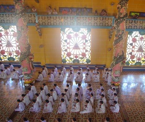 Cao Dai temple (4)
