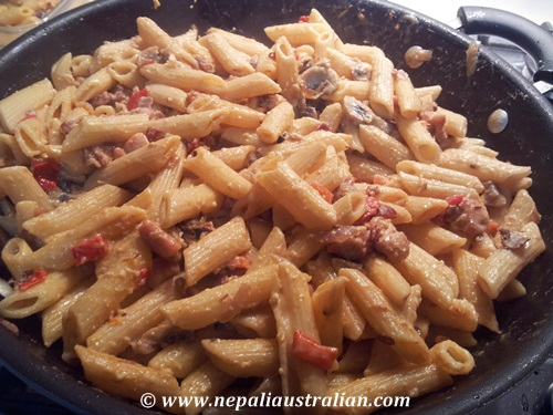 Creamy penne with chicken, bacon and mushroom (5)