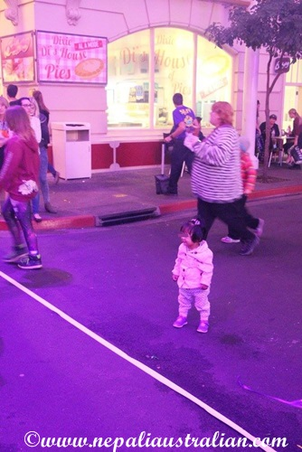 Movie World's Carnivale Night (9)