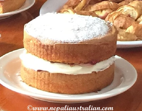 Simple Sponge cake with strawberry jam and cream (1)