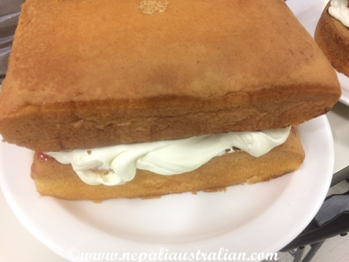 Simple Sponge cake with strawberry jam and cream (3)